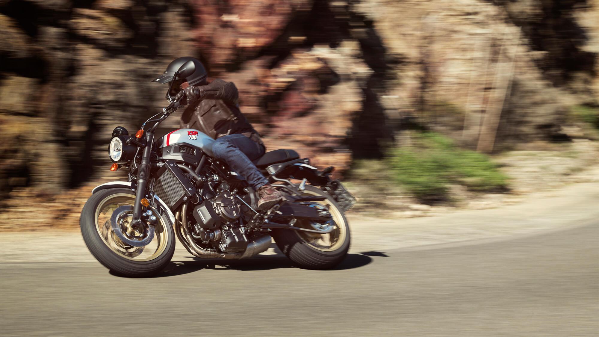 Yamaha XSR700 mieten