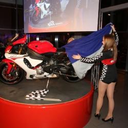 Yamaha YZF-R1 Premiere_12