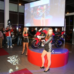 Yamaha YZF-R1 Premiere_14