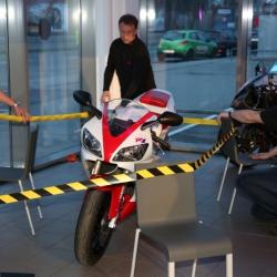 Yamaha YZF-R1 Premiere_1